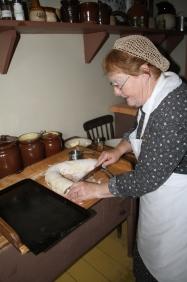 Karen Pye cutting cinnamon buns